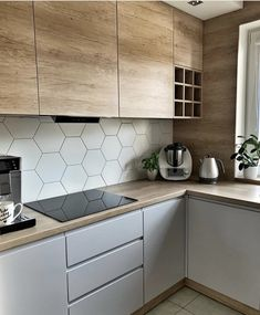 What do you think of this kitchen interior? Kitchen Room Design, Kitchen Cabinet Design, Modern Kitchen Design, Home Decor Kitchen, Interior Design Kitchen, Home Design Decor, Kitchen Layout, New Kitchen, Home Kitchens
