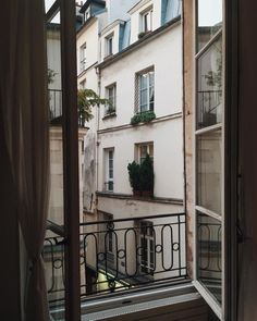 """alwaysjudgingblog: """" This view is the worst, I hate it here. It's Opposite Day. @alexbryn_ (at Paris, France) """""""