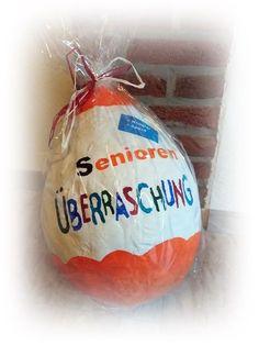 Hallo Ihr Lieben, viele haben bereits Ostereier, Schalen und andere Werke mit Ballons und Kleister gebastelt. Mit der gleichen Methode haben wir dieses Ü-Ei gemacht Zuerst den Luftballo…