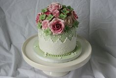 Vintage birthday cake - I made this small cake for my neighbor who celebrates her birthday today.