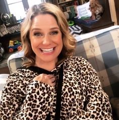 Browse behind-the-scenes photos from the filming of the final episode of Netflix's 'Fuller House. Full House Characters, House Season 5, Candice Cameron Bure, Fuller House Cast, Michelle Tanner, Kids Tv, Scene Photo, Barber, Peeps