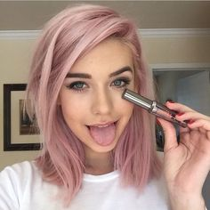 Haarfarben-Trends Das sind die Looks, die jetzt ALLE wollen! Kind of wanting to do this rose color hair, pink hair, rose hair color Rose Hair Color, Rose Pink Hair, Baby Pink Hair, Purple Hair, Lavender Hair, Rose Gold Hair Blonde, Pink Color, Purple Rose, Brown Hair Ombre Pink
