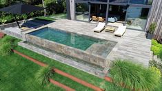 You can't help falling in love with some designs. For instance, this #ilovemix combination using our colors Pietro Dark & Stela Grey for the #pool and #terrace. Lining the tank with the dark hues of Pietro Dark makes the water look very attractive. A delightful project by Iraqua Piscinas. Small Backyard Pools, Hot Tub Backyard, Swimming Pools Backyard, Swimming Pool Designs, Small Inground Pool, Small Pools, Pool House Designs, Backyard Patio Designs, Backyard Landscaping