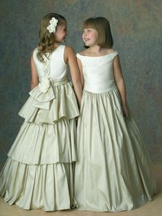 Flower Girl dresses - Ivory is a popular choice, as it can be easily combined with a variety of other colors included for the wedding in the dcor and the accessories and colors of the dresses of the bridesmaids. Ivory is less of a stark color than white and can be mirrored through the choice of the bridal gown.