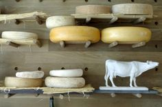 (Shop) La Fromagerie @ Marylebone - with the famous cheese room smelling like heaven in there! at least for the frenchie in me :) - LA FROMAGERIE 2 - 6 Moxon Street, London Mon-Fri until Sat until Sun until Tel 020 7935 0341 Cheese Bar, Cheese Shop, Best Cheese, Wine Cheese, Mac And Cheese, Cheese Lover, Cheese Display, French Cheese, How To Make Cheese