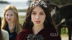 Image discovered by Find images and videos about reign, mary and adelaide kane on We Heart It - the app to get lost in what you love. Reign Mary, Mary Queen Of Scots, Queen Mary, Reign Season 1, We Heart It, Marie Stuart, Reign Tv Show, Reign Fashion, Silver Headband
