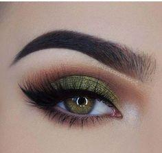 will remove eye makeup makeup looks for hazel eyes makeup night . - Eye make-up - Makeup Looks For Green Eyes, Pretty Eye Makeup, Green Makeup, Colorful Eye Makeup, Simple Eye Makeup, Natural Eye Makeup, Eye Makeup Tips, Colorful Eyeshadow, Makeup Ideas
