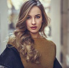 Frumusete » Andreea Raicu