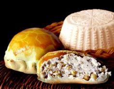 La farrata è un torta rustica servita tradizionalmente a Carnevale nella città di Manfredonia, nel foggiano. Il nome deriva dal ripieno di farro o grano.