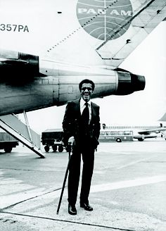 Rat Pack member Mr. Sammy Davis Jr., arrives at Hamburg Airport.
