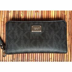 Michael Kors Zip Around Wallet/Wristlet In excellent condition! Michael Kors Bags Wallets