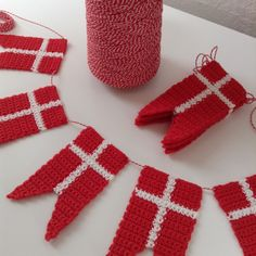 Crochet Pattern Free, Crochet Patterns Amigurumi, Easy Crochet, Crochet Baby, Knit Crochet, Handcrafted Christmas Ornaments, Christmas Tree Ornaments, Drops Design, Bead Crafts
