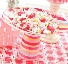 A plastic glass, a plastic plate and a little glue = superfabulous candy stand!