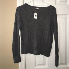 NWT Gray GAP cable knit sweater size small NWT Gray GAP cable knit sweater size small GAP Sweaters Crew & Scoop Necks
