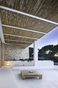 Can Manuel d'en Corda, limestone patio and wicker roof | Marià Castelló and Daniel Redolat