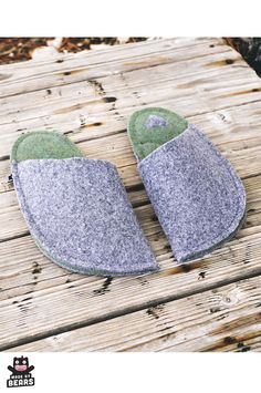 Warm wool slippers - cozy Christmas decor idea. #cozychristmas #cosychristmas #cozydecor #christmasdecor #woolslippers #warmslippers Grey Slippers, Felted Slippers, Mens Slippers, Cozy Christmas, Christmas Gifts, Christmas Decorations, Winter Home Decor, Winter House, Wedding Gifts For Groom