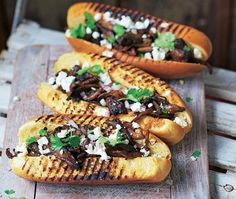 marinated oyster mushrooms served in hot dog buns with feta Asda Recipes, Hot Dog Recipes, Barbecue Recipes, Bbq, Vegetarian Recipes, Snack Recipes, Cooking Recipes, Vegan Meals, Hot Dog Buns