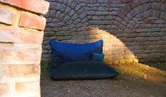 Individuell gefertigte Bodenkissen für den Außenbereich von ADAM PILLOWS