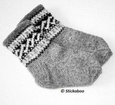 Ravelry: Helixsockor pattern by Eva Valaine - Stickaboo Knitting For Charity, Knitting For Kids, Knitting Socks, Free Knitting, Baby Boy Knitting Patterns, Baby Boy Sweater, Baby Barn, Cozy Socks, Textiles