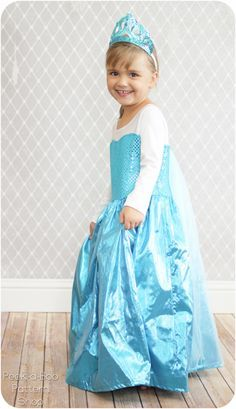 DIY Free Sewing pattern Frozen Queen Elsa Costume - soft sleeves made from stretchy knit #costume