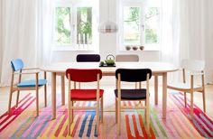 """STUHL """"130 F"""" VON THONET  """"130 F"""" ist in Buche oder Eiche, mit und ohne Armlehnen und in elf Farben zu haben. Das Design stammt von Naoto Fukasawa. Preis: ab ca. 369 Euro.  www.thonet.de"""
