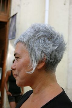 this is a good way to show off her growth pattern...i wish my clients would be more willing to work with their whirls and cowlicks because they could have a result as stunning as this!!!