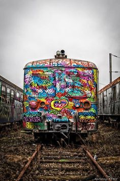 Colorful train by unknown graffiti artist Street Art Graffiti, 3d Street Art, Amazing Street Art, Amazing Art, Graffiti Artists, Urban Graffiti, Urban Street Art, Amazing Things, Urbane Kunst
