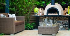 5 Easy Steps To Create A Summer Backyard Oasis Outdoor Living Rooms, Outdoor Dining, Outdoor Decor, Outdoor Ideas, Outdoor Fun, Porches, Built In Grill, Barbacoa, Outdoor Furniture Sets