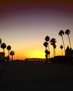 Palms Beach and Sun!  The beauty Coronado  #coronado #sandiego #california #love #sunset #amazing #photo #photography #photooftheday #travelphotography #travel #travelgram #whereplaces #travelismybusiness #home