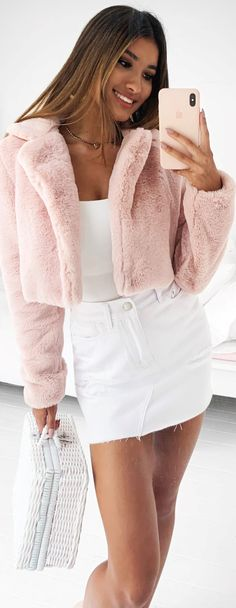 - Jacket Designs - How cute is this pink fluffy jacket? How cute is this pink fluffy jacket? Cute Comfy Outfits, Girly Outfits, Trendy Outfits, Cool Outfits, Fashion Outfits, Teen Fashion, Jackets Fashion, Pink Fluffy Jacket, Fluffy Sweater