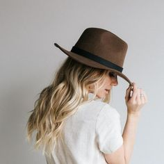 Also known as the perfect flop fedora, the Leo brown fedora hat is part of our new line of high-quality fedoras. It has a slight curl to it resembling a panama hat. This felt fedora hat is made with high quality Australian wool felt. Short Brim Hat, Flat Brim Hat, Wide Brim Sun Hat, Boater Hat, Trilby Hat, Wide-brim Hat, Fedora Hats, Winter Hats For Women, Hats For Men