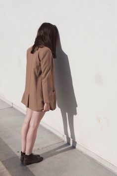 Image via We Heart It https://weheartit.com/entry/148002273/via/6669161 #aesthetic #brown #coat #fashion #girl #grunge #model #pale #soft