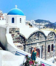 Découvrez Santorin, cette île grecque des Cyclades qui fait rêver avec ses paysages à couper le souffle ! Je vous propose mes adresses pour des vacances sans vous ruiner