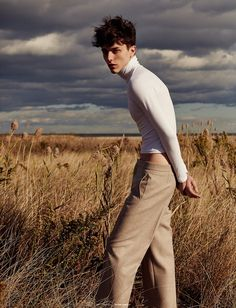 Fashion poses, men editorial, nature editorial, editorial fashion, beach ed Nature Editorial, Beach Editorial, Editorial Fashion, Men Editorial, Portrait Editorial, Poses For Men, Male Poses, Fashion Poses, Fashion Shoot