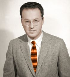 Donald Glaser was an American physicist, neurobiologist, and the winner of the 1960 Nobel Prize in Physics for his invention of the bubble chamber used in subatomic particle Nobel Prize In Chemistry, Nobel Prize In Physics, Paul Dirac, James Watson, Elementary Particle, Atomic Theory, Alfred Nobel, Military Cross, Richard Feynman