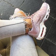 Sneakers femme - Nike Air Max Plus TN (©ninidokovic) womenslittletips.... amzn.to/2kBQvHa