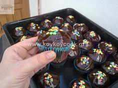 ΚΑΠΚΕΙΚΣ ΣΟΚΟΛΑΤΑΣ – Koykoycook Cupcakes, Party, Desserts, Recipes, Food, Tailgate Desserts, Cupcake, Fiesta Party, Deserts