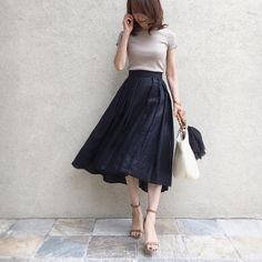 "2,470 Likes, 38 Comments - @akko3839 on Instagram: ""・ ・ #outfit white×denim ・ PEGGYLANAのこのニット かなりお気に入り♡ ・ 今までasymmetryって抵抗が あったけど全然スタイリングしやすい♪…"""