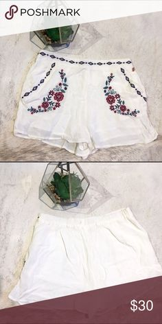 Kendall & Kylie Embroidered Linen Shorts Gently used Kendall & Kylie Embroidered Linen Shorts from Pac Sun. In great condition - only worn twice.  Make me an offer! Kendall & Kylie Shorts