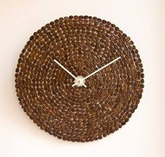 Coffee beans, u could also make this as a pot stand instead of a clock and when your hot pot sits on it u should get a nice smell of coffee. Coffee Bean Art, Coffee Beans, Coffee Crafts, Nature Crafts, Oclock, Smell Good, Coffee Shop, Decoupage, Diy And Crafts