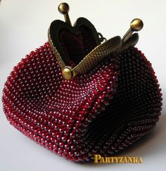"Photo from album ""Сумочки"" on Yandex. Vintage Purses, Vintage Bags, Vintage Handbags, Beaded Purses, Beaded Bags, Beaded Jewelry, Crochet Coin Purse, Crochet Purses, Frame Purse"
