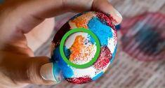 Ο καλύτερος τρόπος για να βάψεις τα πασχαλινά αυγά! | ediva.gr Egg Dye, Snow Globes, Eggs, Easter, Holiday, Vacations, Easter Activities, Egg, Holidays