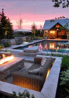 огонь возле бассейна