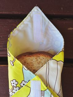 "Cash Discover 27 Zero Waste DIY Ideas That Will Make You Say ""My God Its Brilliant!"" Make these velcro sandwich bags so you can help banish plastic baggies one school lunch at a time. 27 Zero Waste DIY Ideas That Will Make You Say ""My God Its Brilliant"" Sewing Hacks, Sewing Tutorials, Sewing Crafts, Sewing Tips, Sewing Ideas, Sewing Patterns Free, Free Sewing, Christmas Sewing Patterns, Dress Patterns"