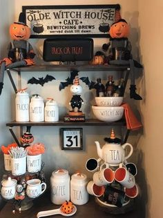 Halloween is a moment where the witch's pumpkin decorations and hats appear in many places. October is nearing the end so Halloween is coming soon. What decorations did you prepare for the Halloween moment at … Diy Halloween, Recetas Halloween, Theme Halloween, Halloween Home Decor, Fall Home Decor, Autumn Home, Halloween Snacks, Holidays Halloween, Happy Halloween