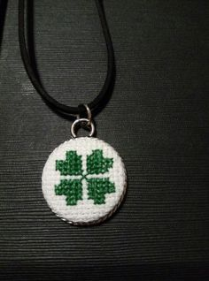 Şans 8 Martie, Cross Stitch Boards, Hand Embroidery, Diy And Crafts, Personalized Items, Model, Handmade, Mexican Jewelry, Pendants