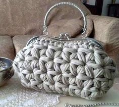 andrea croche: crochet bag with wire meshAmazing Crochet handbags or Crochet handbags prices then Check out internet site simply press the bar for even more info ~Wanting a Crochet handbags on sale or handbags Crochet then Learn more at the web above Crochet Star Stitch, Bag Crochet, Crochet Handbags, Crochet Purses, Love Crochet, Crochet Crafts, Crochet Stitches, Crochet Projects, Crochet Patterns