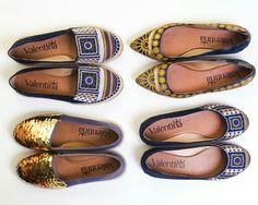 Conta aqui nos comentários qual a sua escolha de hoje?  #ValentinaFlats #shoes #fashion #loveit #love #loveshoes #shoeslover #flat #alpargata #sapatilha #blue #golden