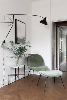 Simple & Natural Interiors Inspired by the world The Gubi Beetle chair inspired. Workspace Inspiration, Interior Inspiration, Beetle Chair, Natural Interior, Elle Decor, Living Room Chairs, Chair Design, Interior Design Living Room, Home And Living