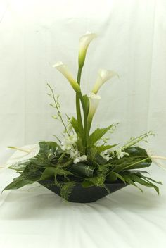 ideas flowers arrangements lily ikebana for 2019 Ikebana Arrangements, Modern Floral Arrangements, Table Flower Arrangements, Table Flowers, Church Flowers, Funeral Flowers, Wedding Flowers, Deco Floral, Arte Floral